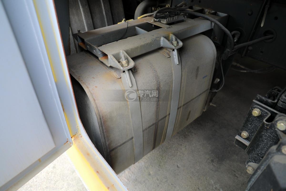 解放J6L单桥国五拖吊联体清障车(黄色)尾气处理装置