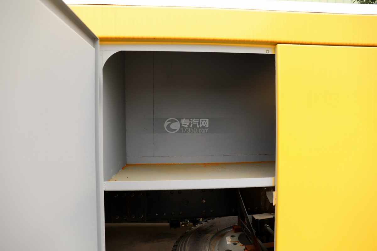 解放J6L单桥国五拖吊联体清障车(黄色)工具箱