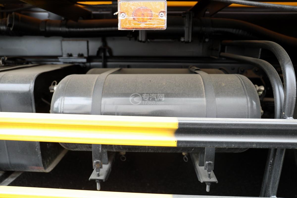 东风凯普特K7国六清洗吸污车(黄色)储气罐