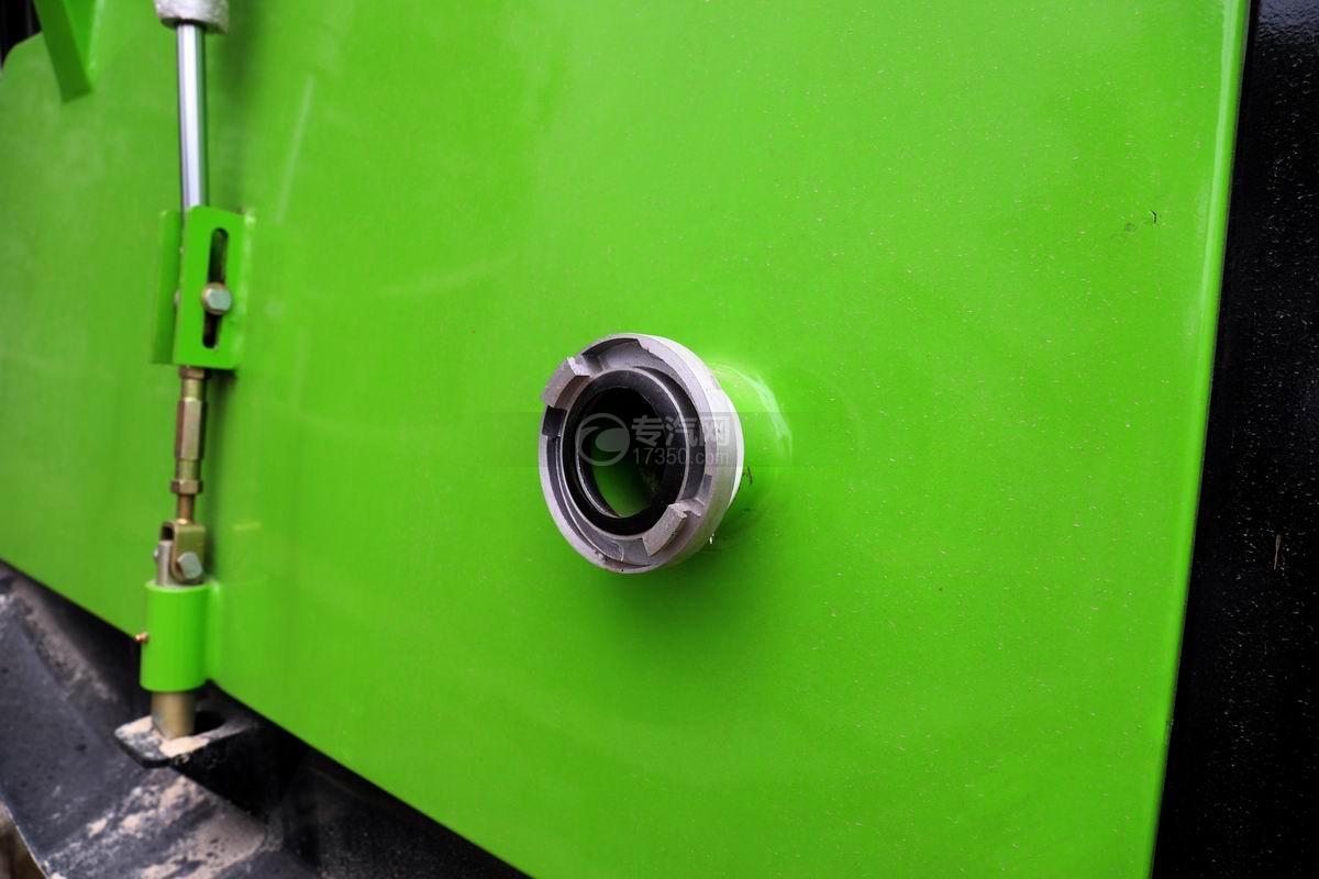 东风多利卡D6国六6方吸尘车排污口
