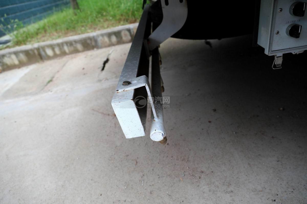 东风多利卡D6国六6方吸尘车后防护