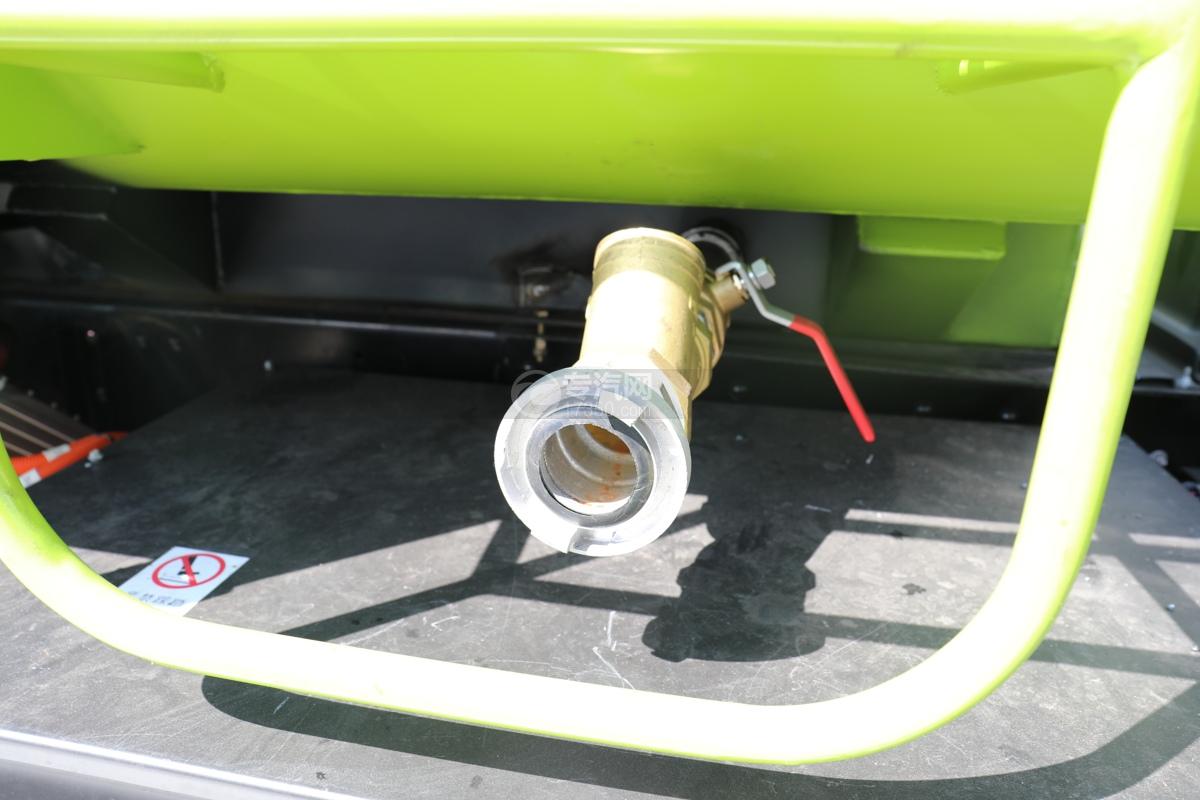 比亚迪T8纯电动路面清洗车消防接口