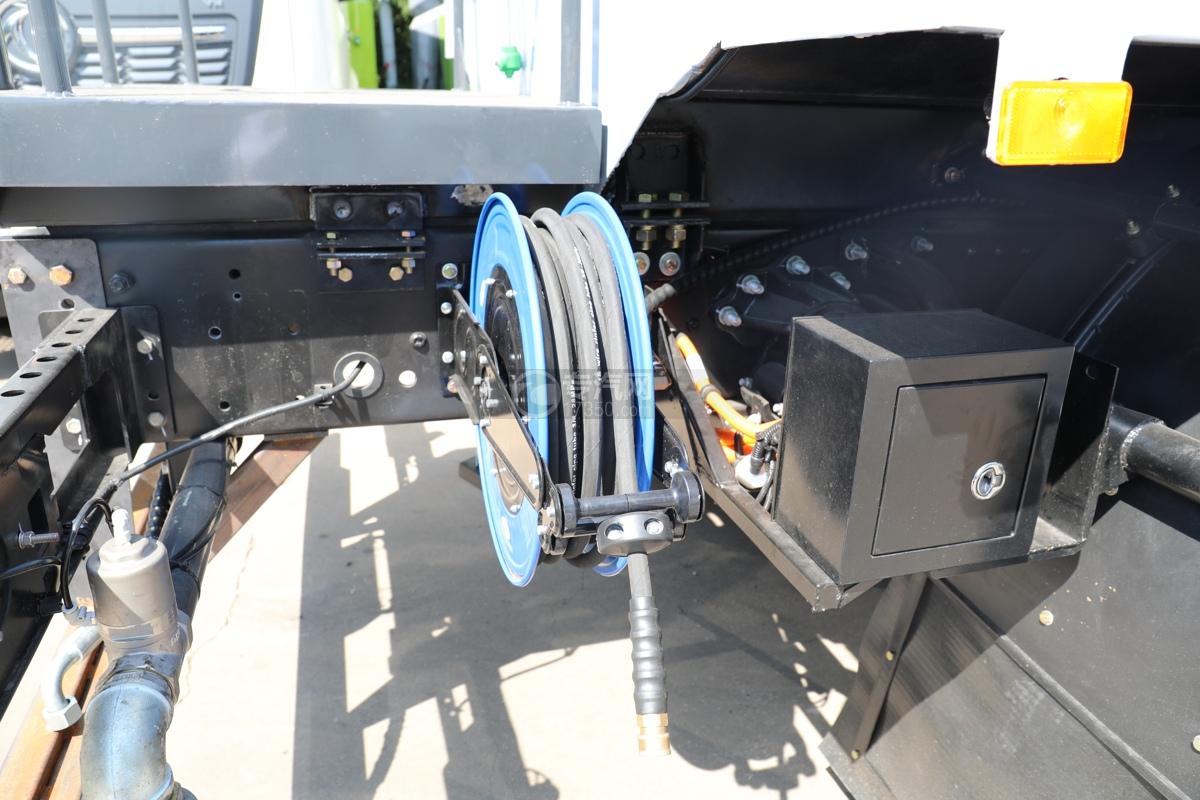 比亞迪T8純電動8.46方路面清洗車高壓水搶