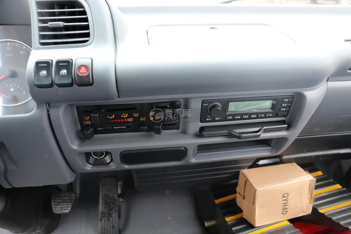 五十鈴ELF雙排國六3.15米冷藏車中控臺