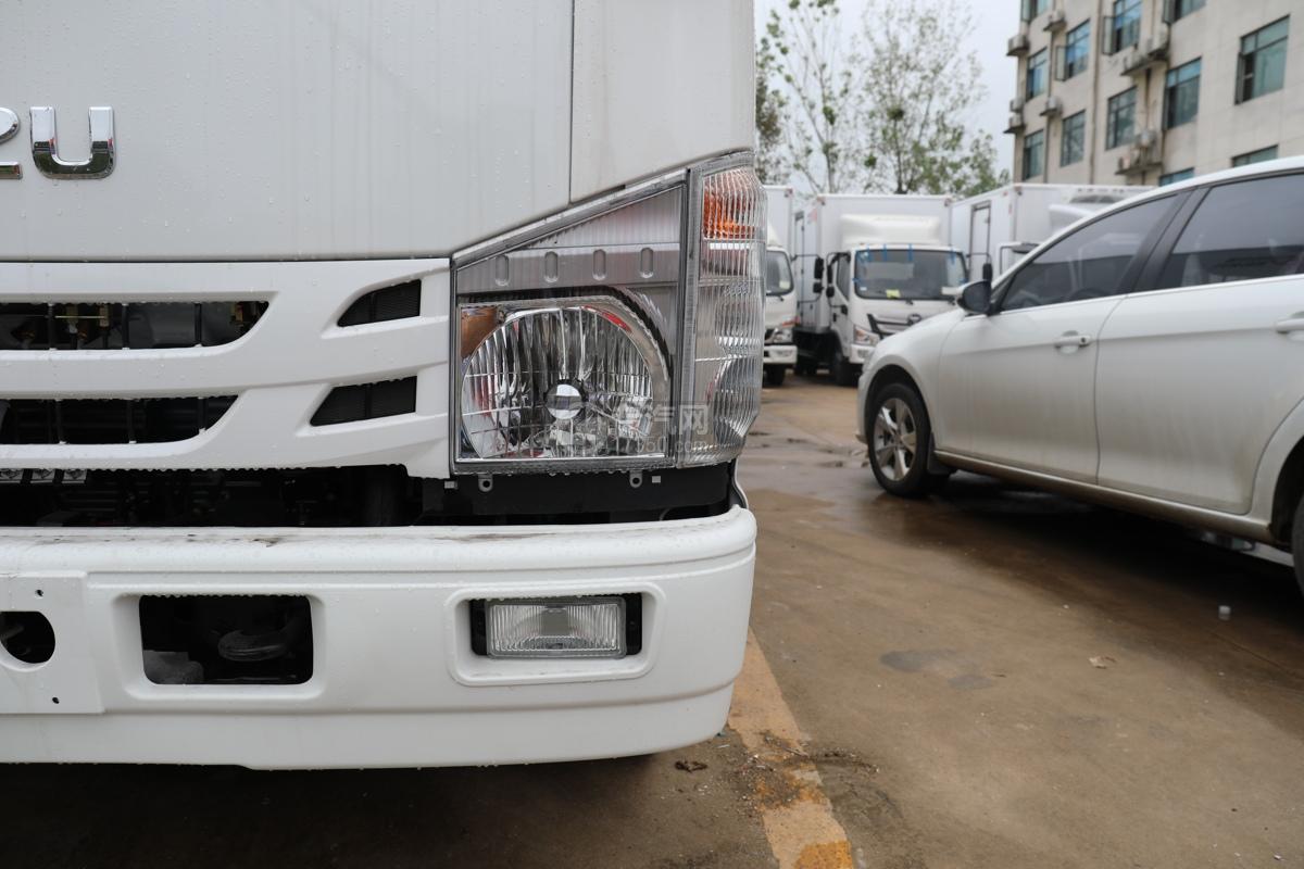 五十鈴ELF雙排國六3.15米冷藏車右大燈