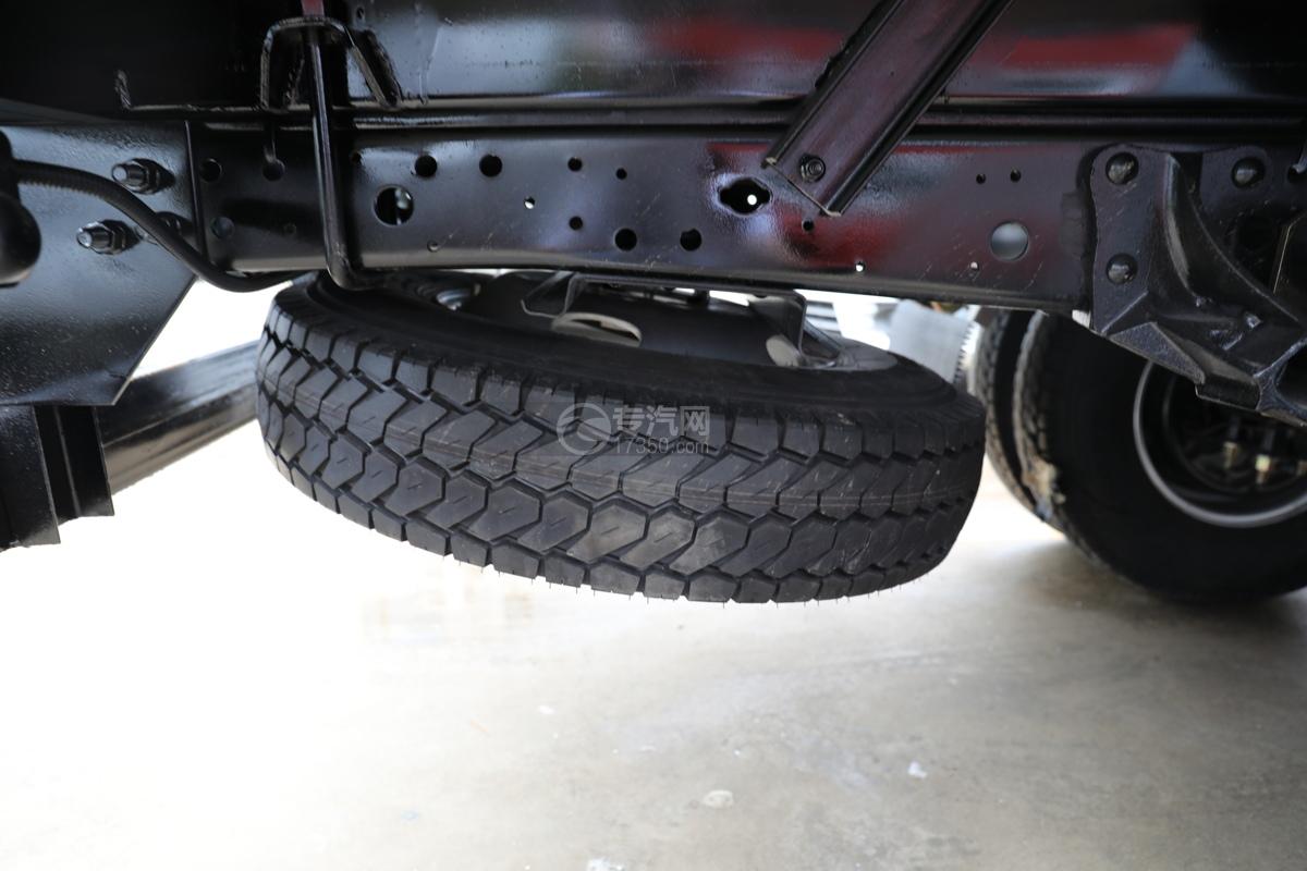 五十鈴ELF雙排國六3.15米冷藏車備胎