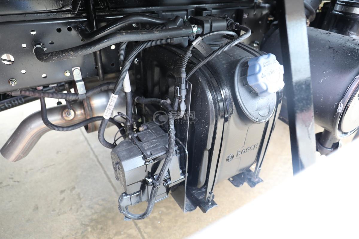 五十鈴ELF雙排國六3.15米冷藏車尿素罐