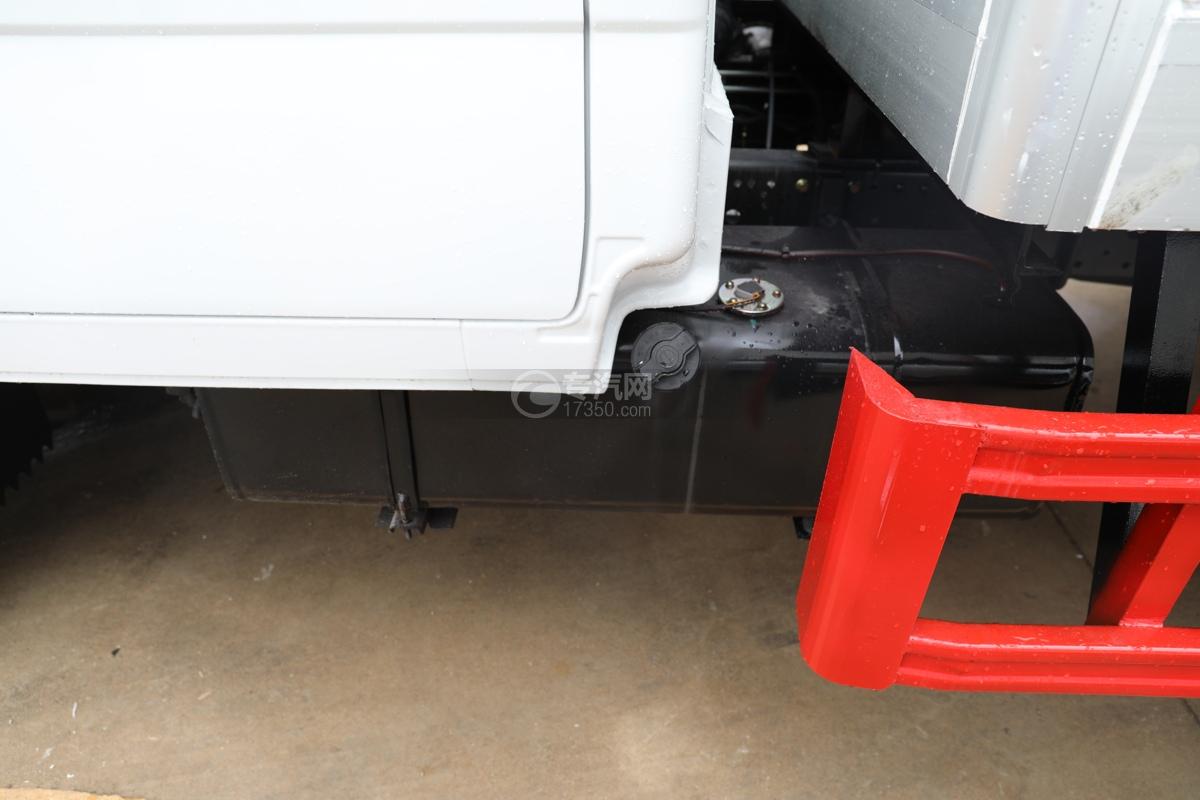 五十鈴ELF雙排國六3.15米冷藏車油箱
