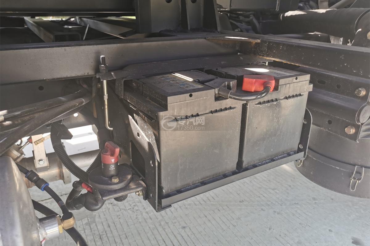 飛碟奧馳A3國五一拖二清障車蓄電池