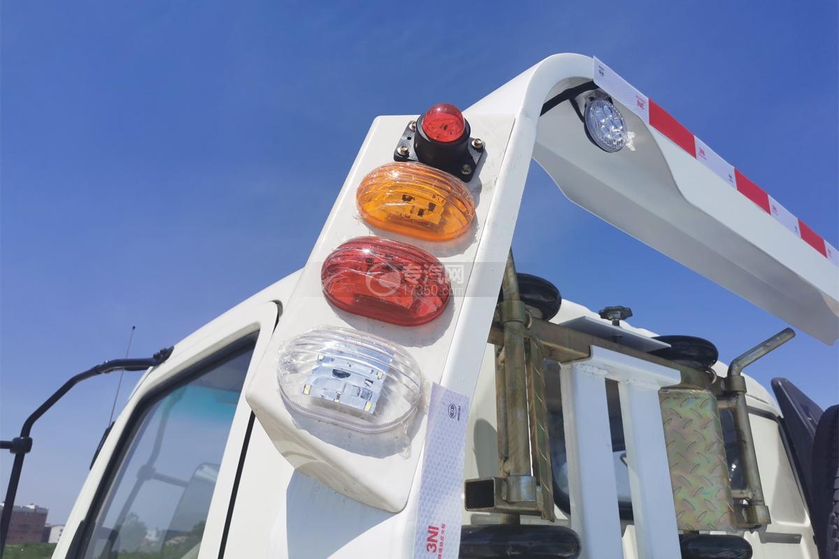 飛碟奧馳A3國五一拖二清障車警示燈