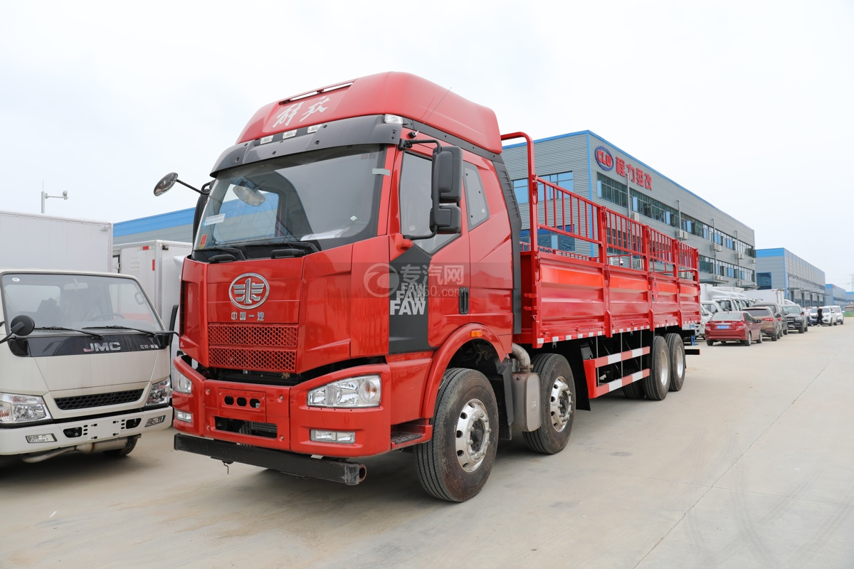 解放J6前四后八国五9.3米气瓶运输车