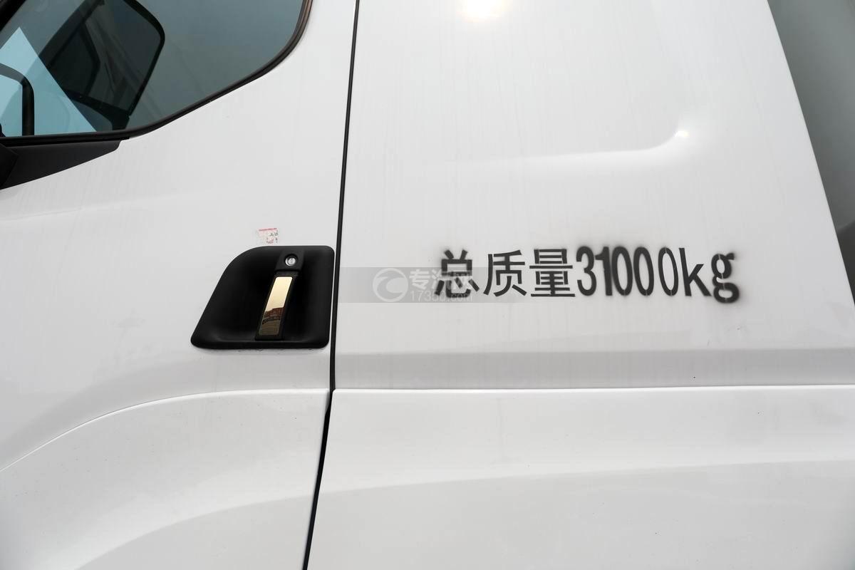 東風柳汽乘龍前四后八國六散裝飼料運輸車細節