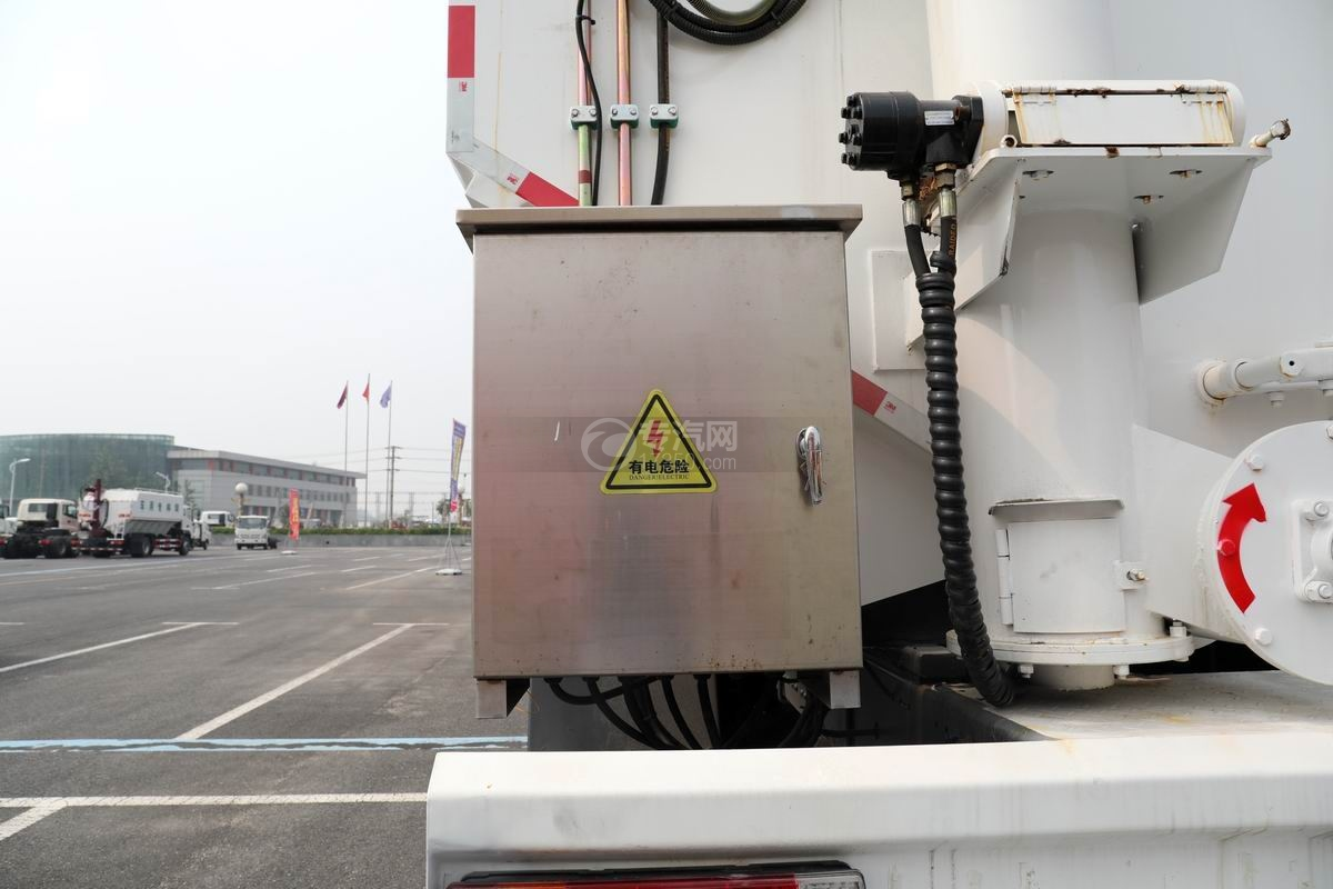東風柳汽乘龍前四后八國六散裝飼料運輸車配電箱