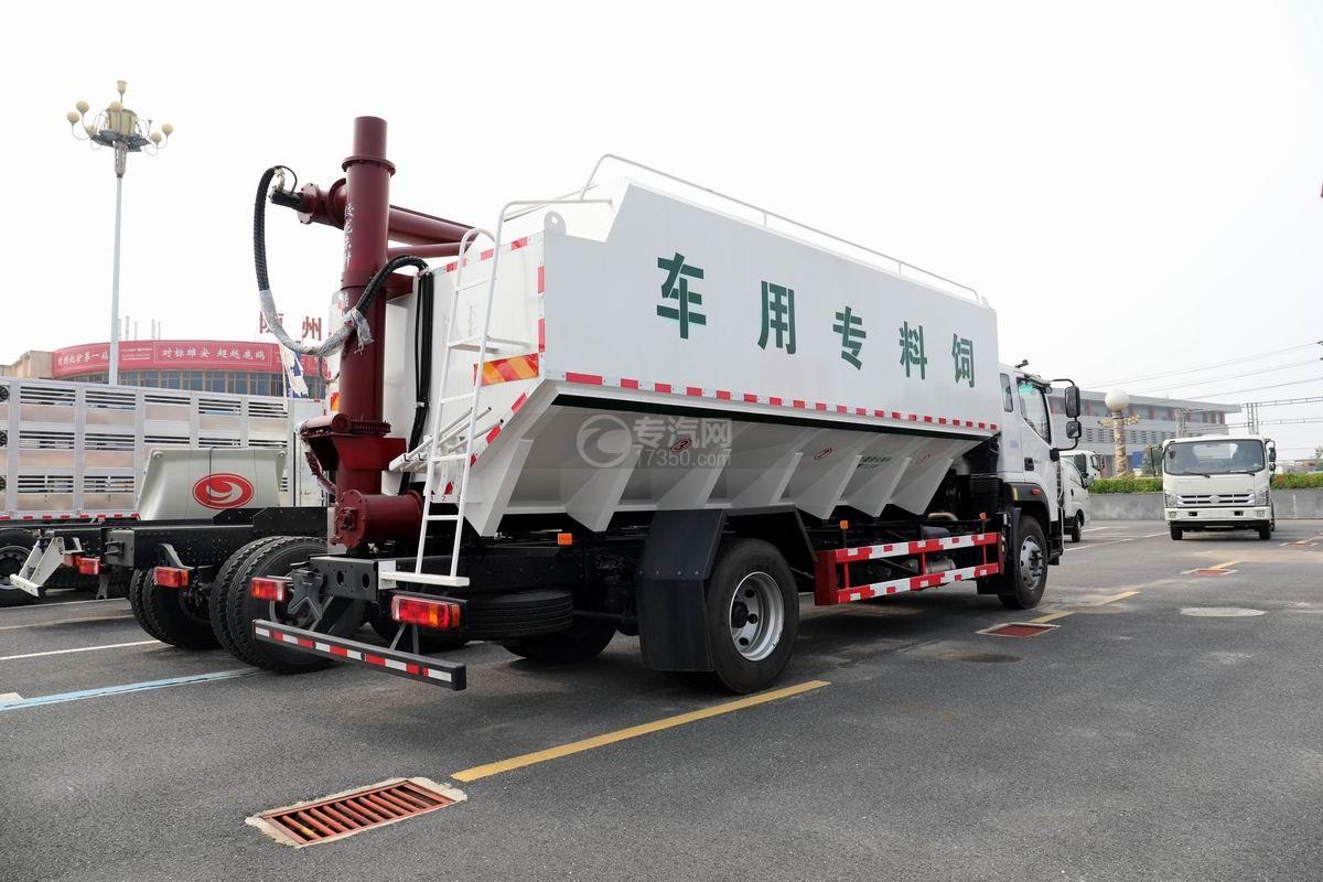 福田歐馬可國六散裝飼料運輸車側后方圖