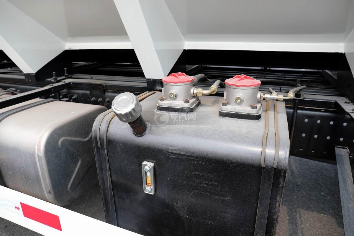 福田歐馬可國六散裝飼料運輸車液壓油箱