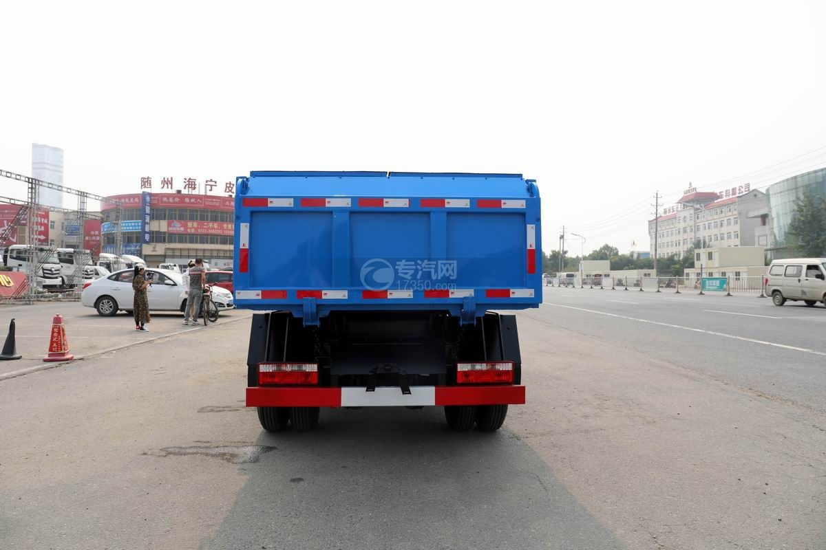 東風福瑞卡F6國六自卸式垃圾車正后方圖