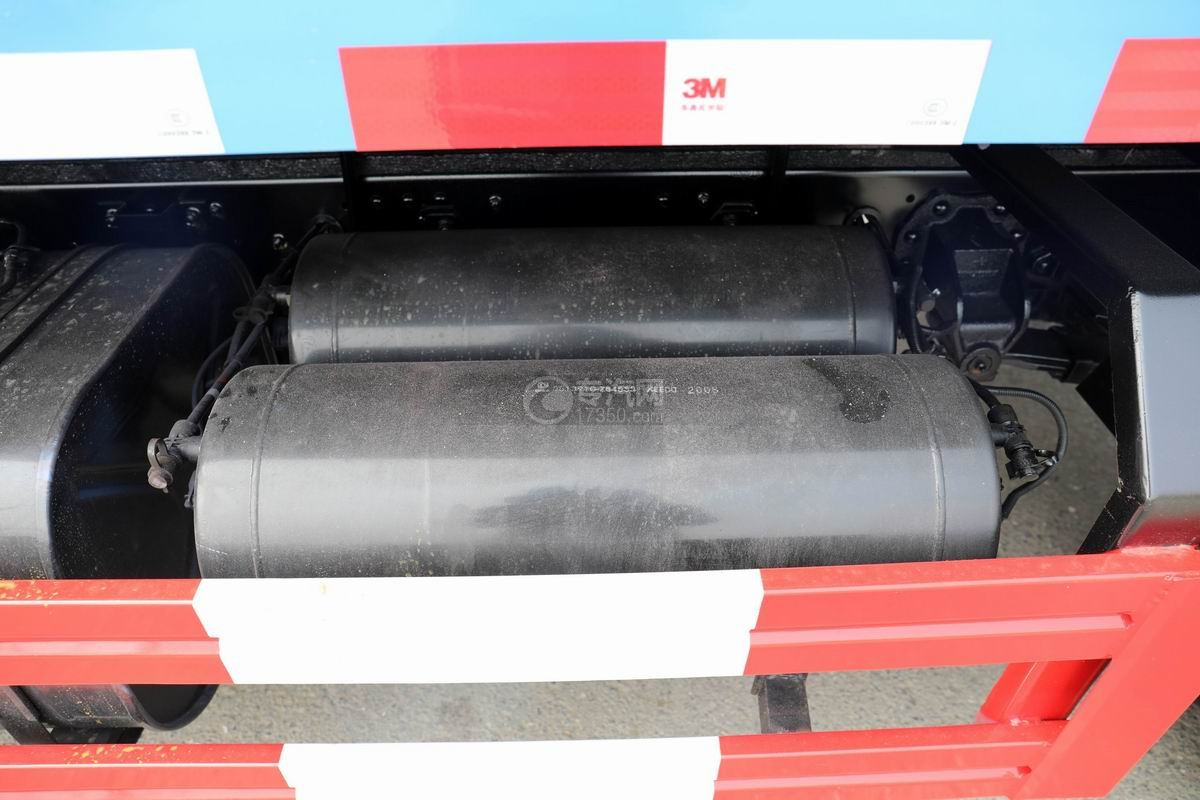 東風福瑞卡F6國六自卸式垃圾車儲氣罐