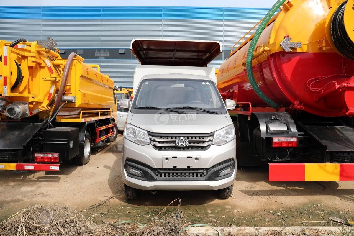 長安國六密閉式桶裝垃圾運輸車正前方圖