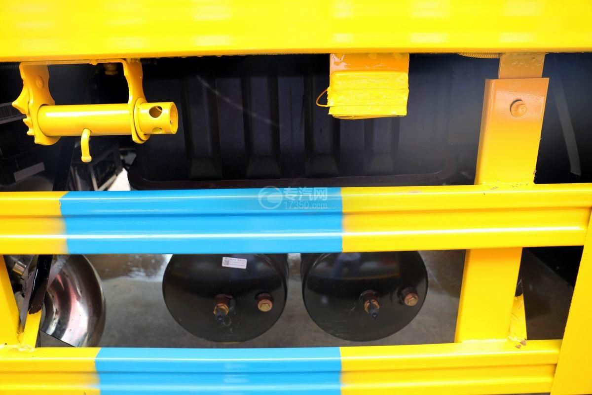江淮格爾發K5X前四后八平板運輸車儲氣罐