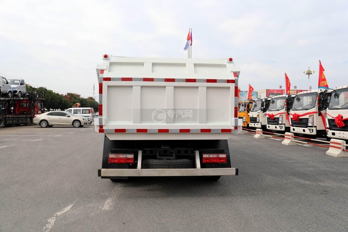 奧馳X2廂式垃圾車正后方圖