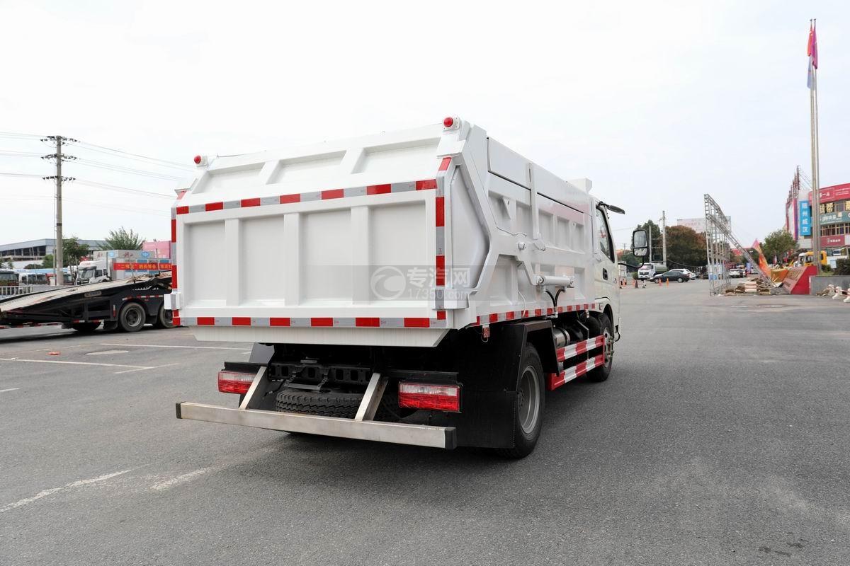 奧馳X2廂式垃圾車側后方圖