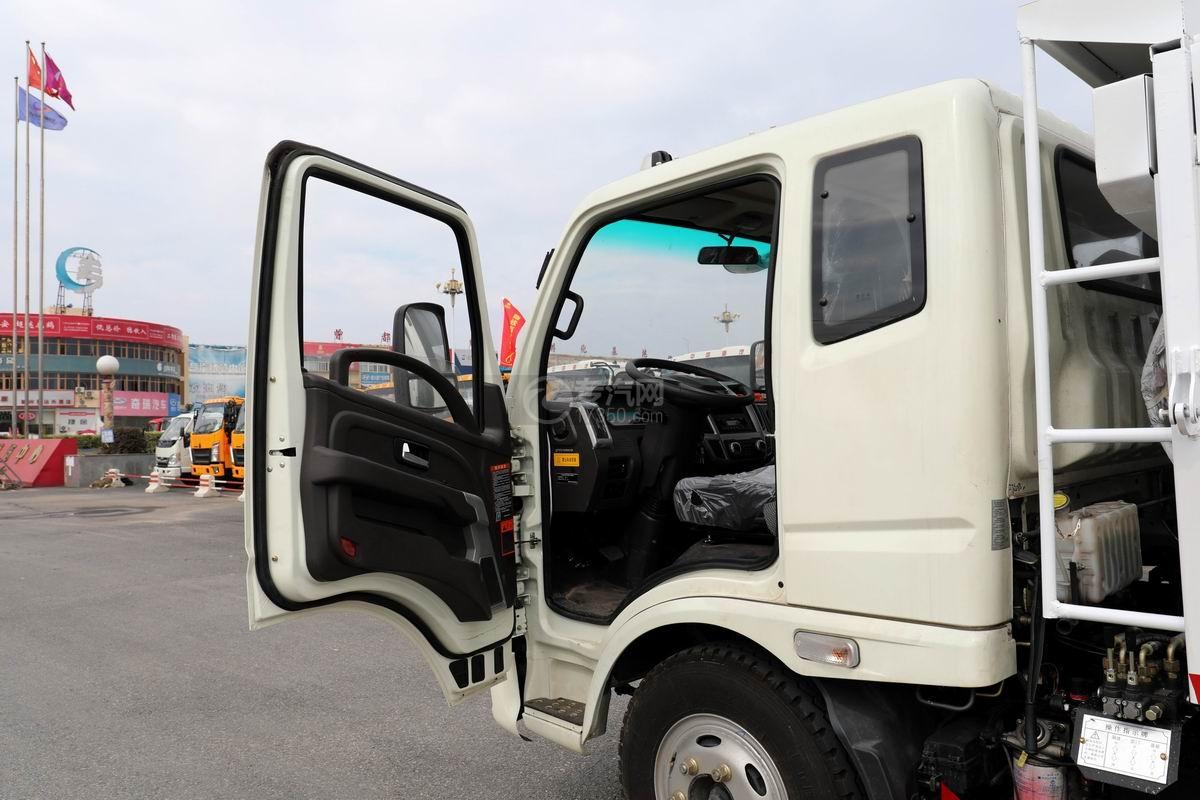奧馳X2廂式垃圾車車門打開圖