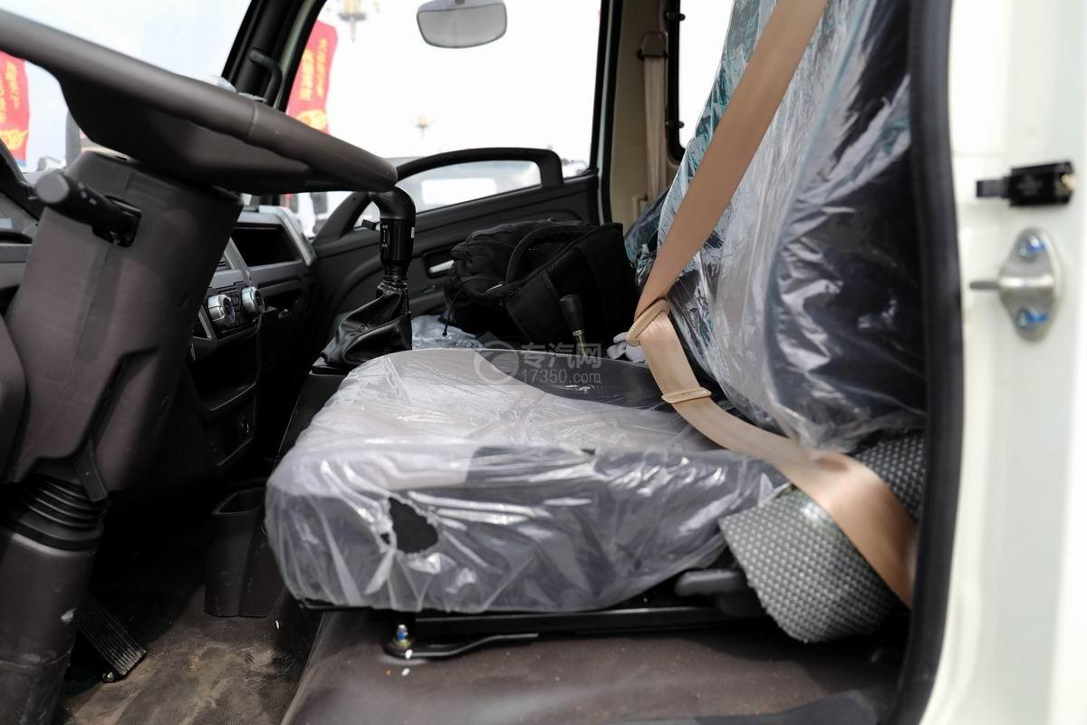 奧馳X2廂式垃圾車座椅
