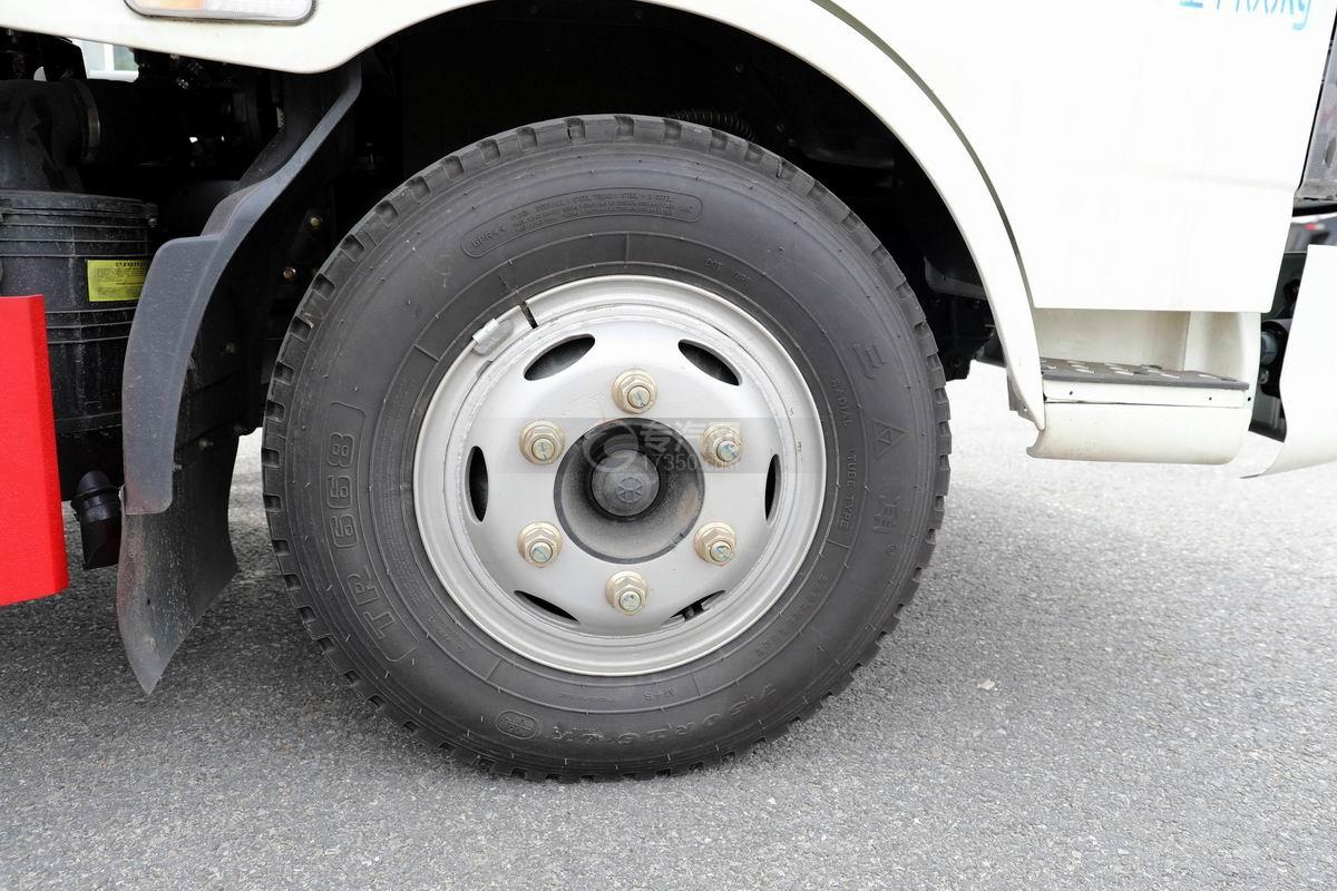 奧馳X2廂式垃圾車輪胎