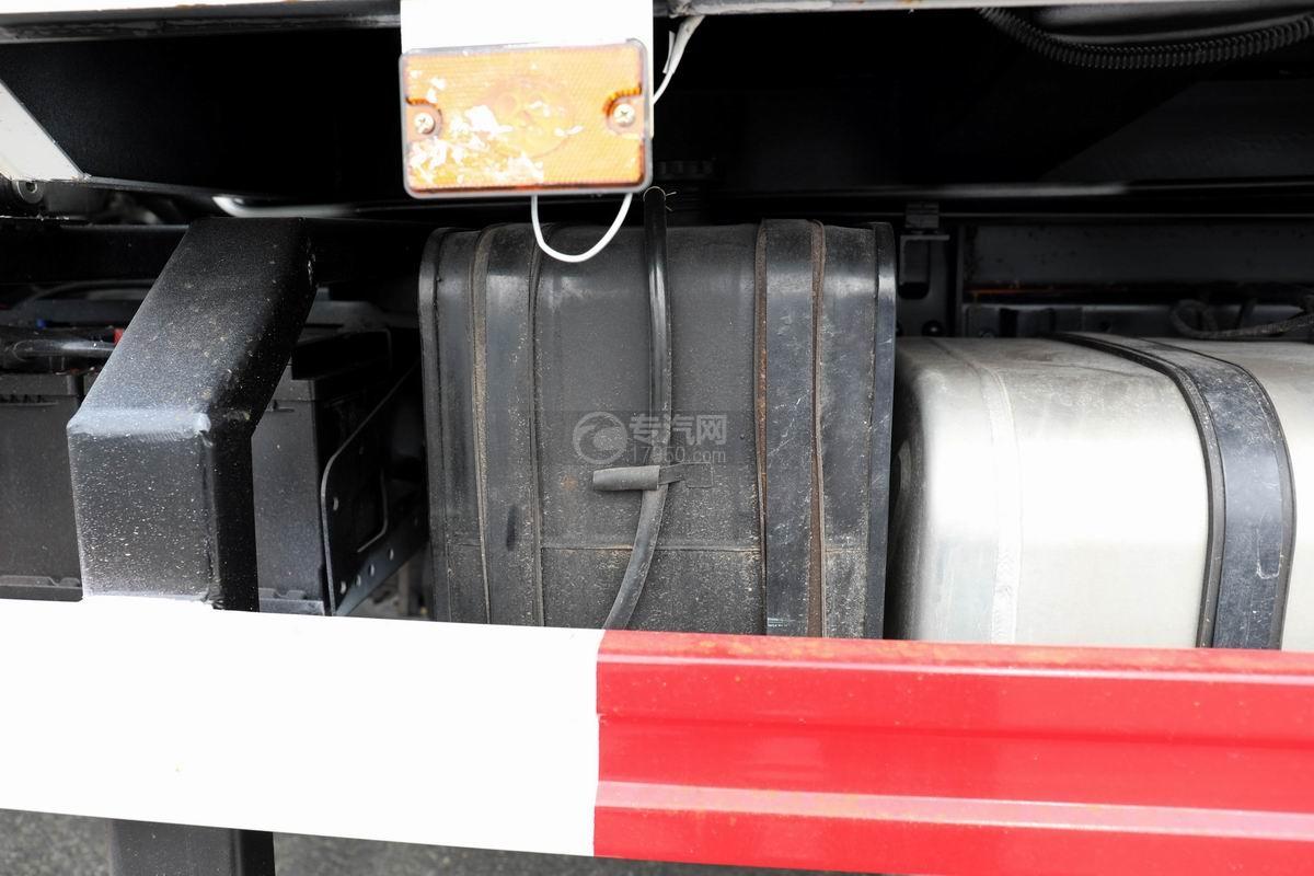 奧馳X2廂式垃圾車細節
