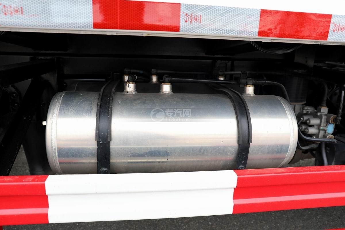 奧馳X2廂式垃圾車儲氣罐