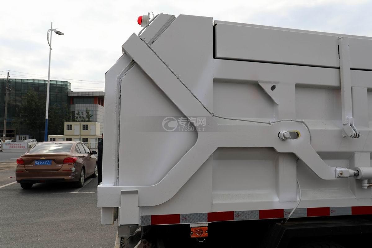 奧馳X2廂式垃圾車后門