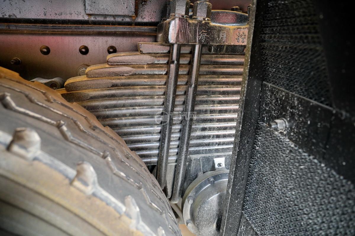 东风柳汽乘龙H7前四后八国六26.55方清洗吸污车钢板弹簧