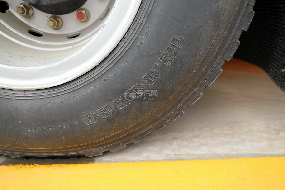 东风柳汽乘龙H7前四后八国六26.55方清洗吸污车轮胎细节
