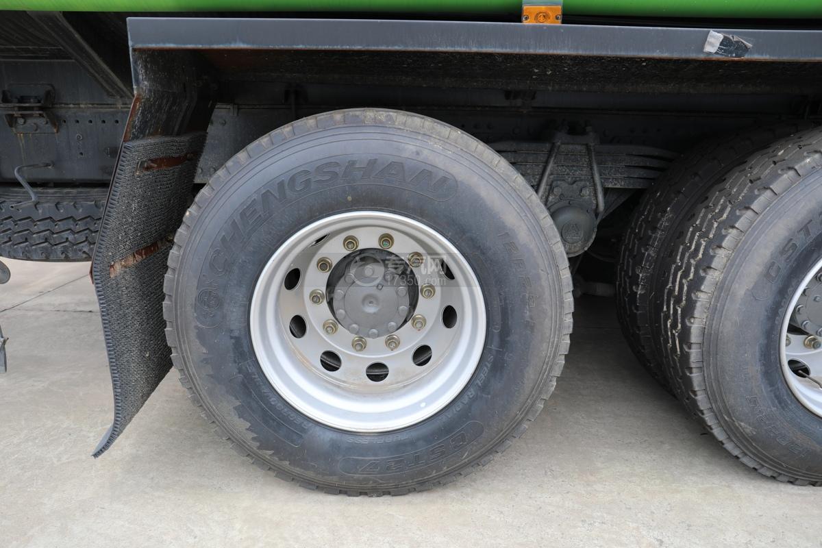 重汽豪沃T5G前四后八国六22.7方供液车轮胎