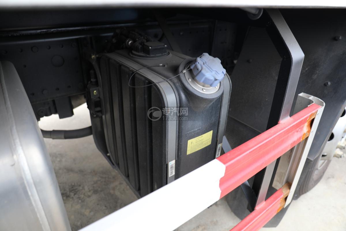 重汽豪沃T5G前四后八国六12.3方现场混装乳化炸药车尿素罐
