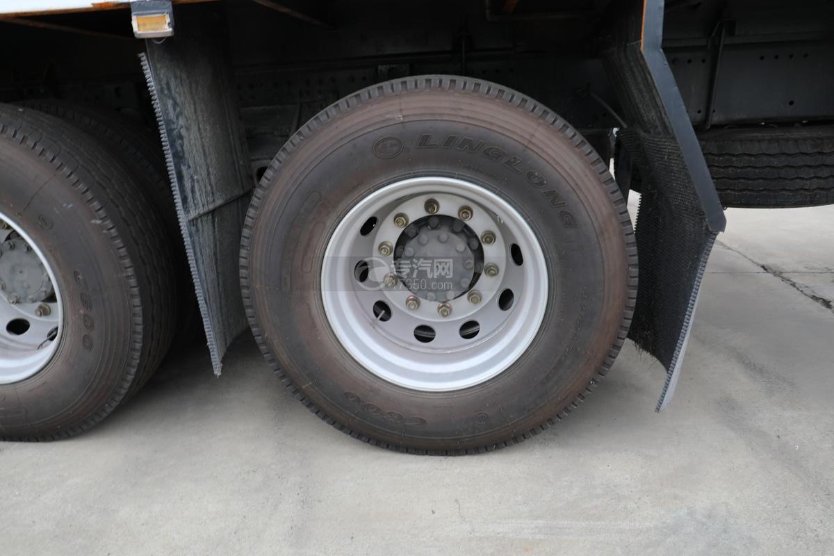 重汽豪沃T5G前四后八国六12.3方现场混装乳化炸药车轮胎