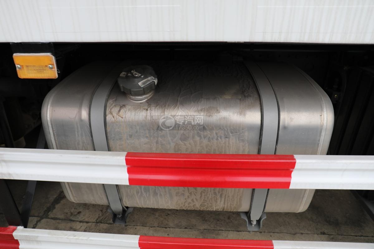 重汽豪沃T5G前四后八国六12.3方现场混装乳化炸药车油箱