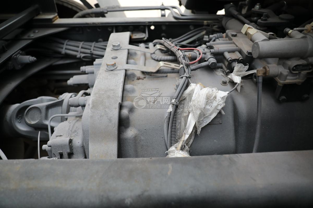 重汽豪沃T5G前四后八国六12.3方现场混装乳化炸药车变速箱