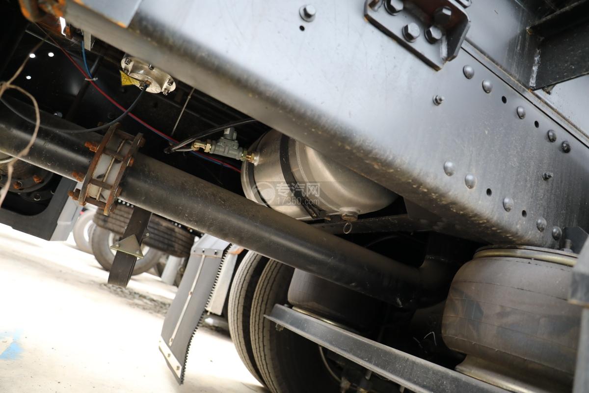 解放新悍V2.0前四后六国五18.1方腐蚀性物品罐式运输车储气罐