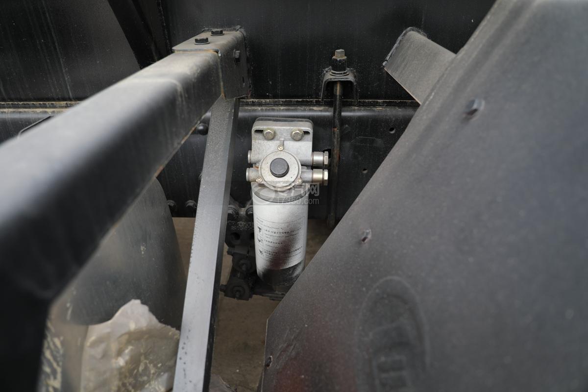 解放新悍V2.0前四后六国五18.1方腐蚀性物品罐式运输车滤芯
