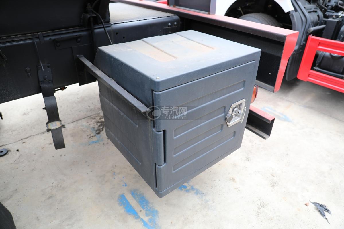 解放新悍V2.0前四后六国五18.1方腐蚀性物品罐式运输车左工具箱