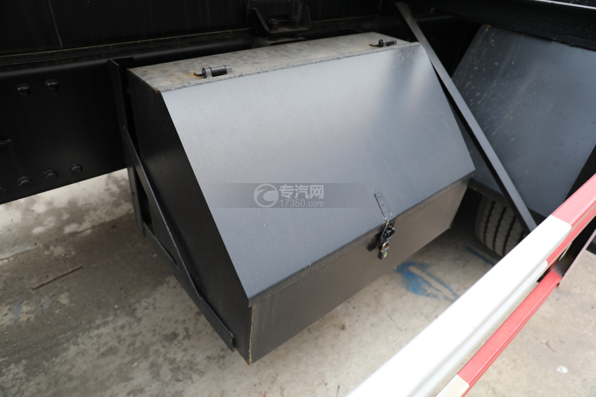 解放新悍V2.0前四后六国五18.1方腐蚀性物品罐式运输车梯形工具箱