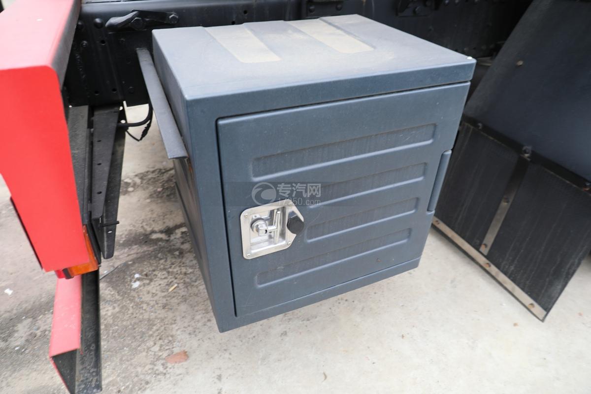 解放新悍V2.0前四后六国五18.1方腐蚀性物品罐式运输车右工具箱