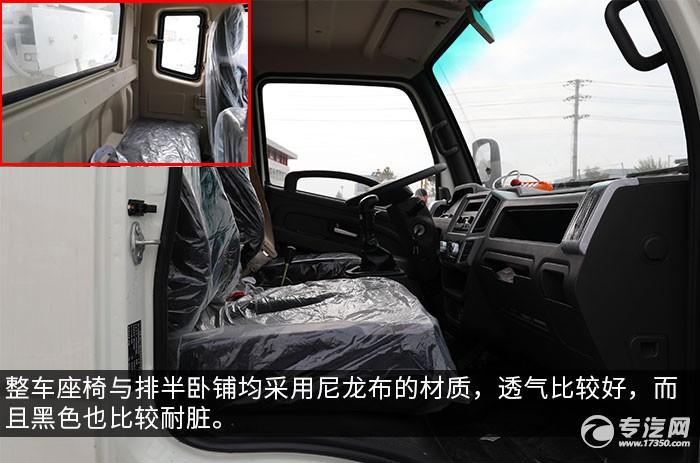 奥驰X2排半国六厢式垃圾车评测驾驶室内座椅