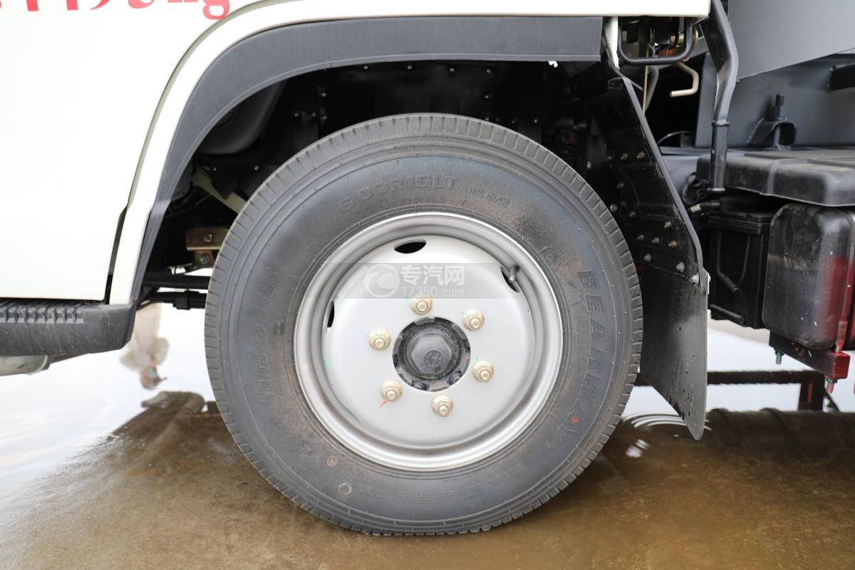 福田时代小卡之星2国六30米多功能抑尘车轮胎