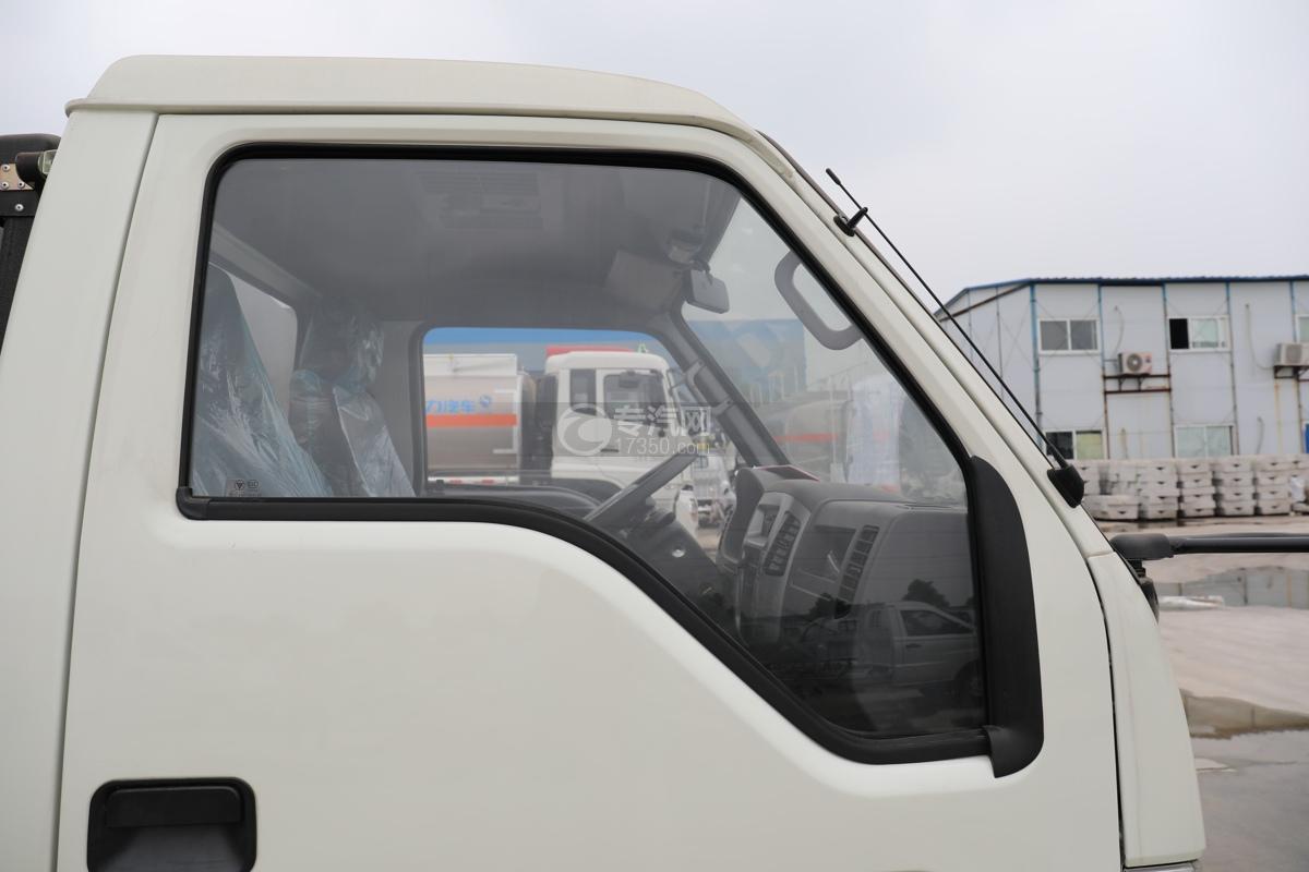 福田时代小卡之星2国六30米多功能抑尘车右门窗