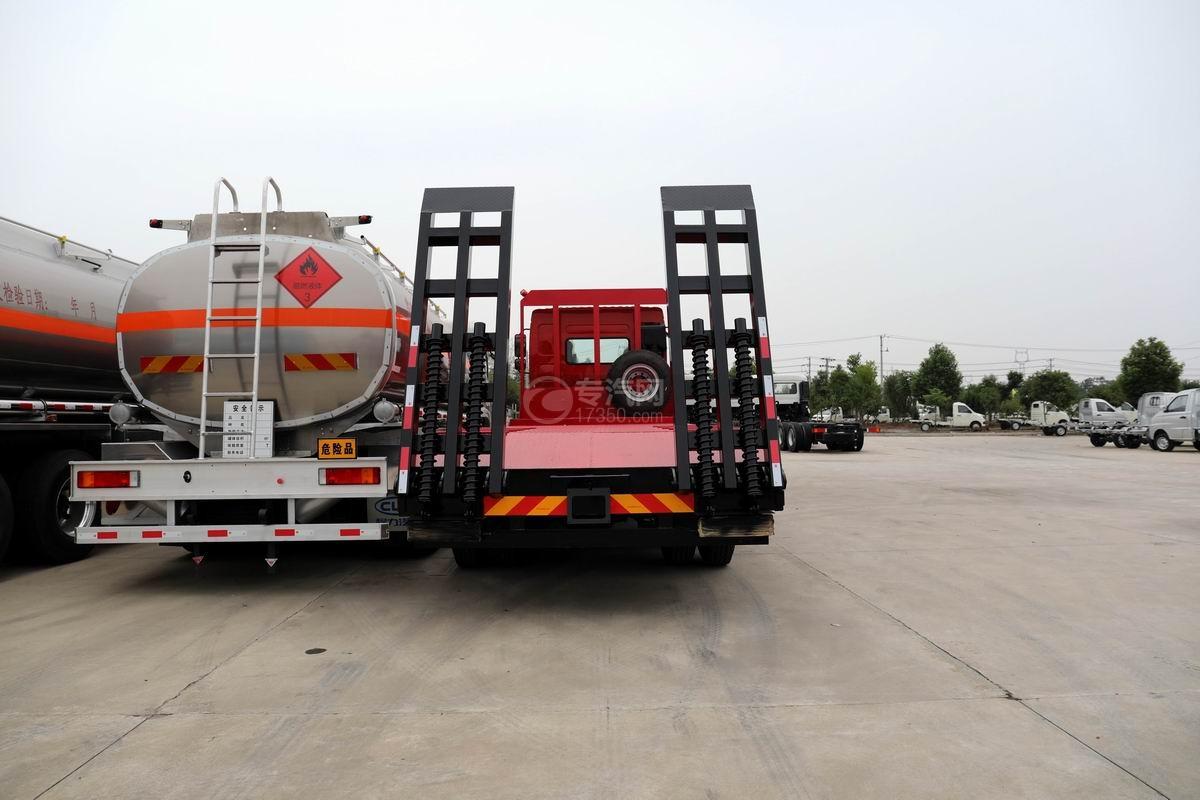 东风柳汽乘龙H5前四后八平板运输车正后方图