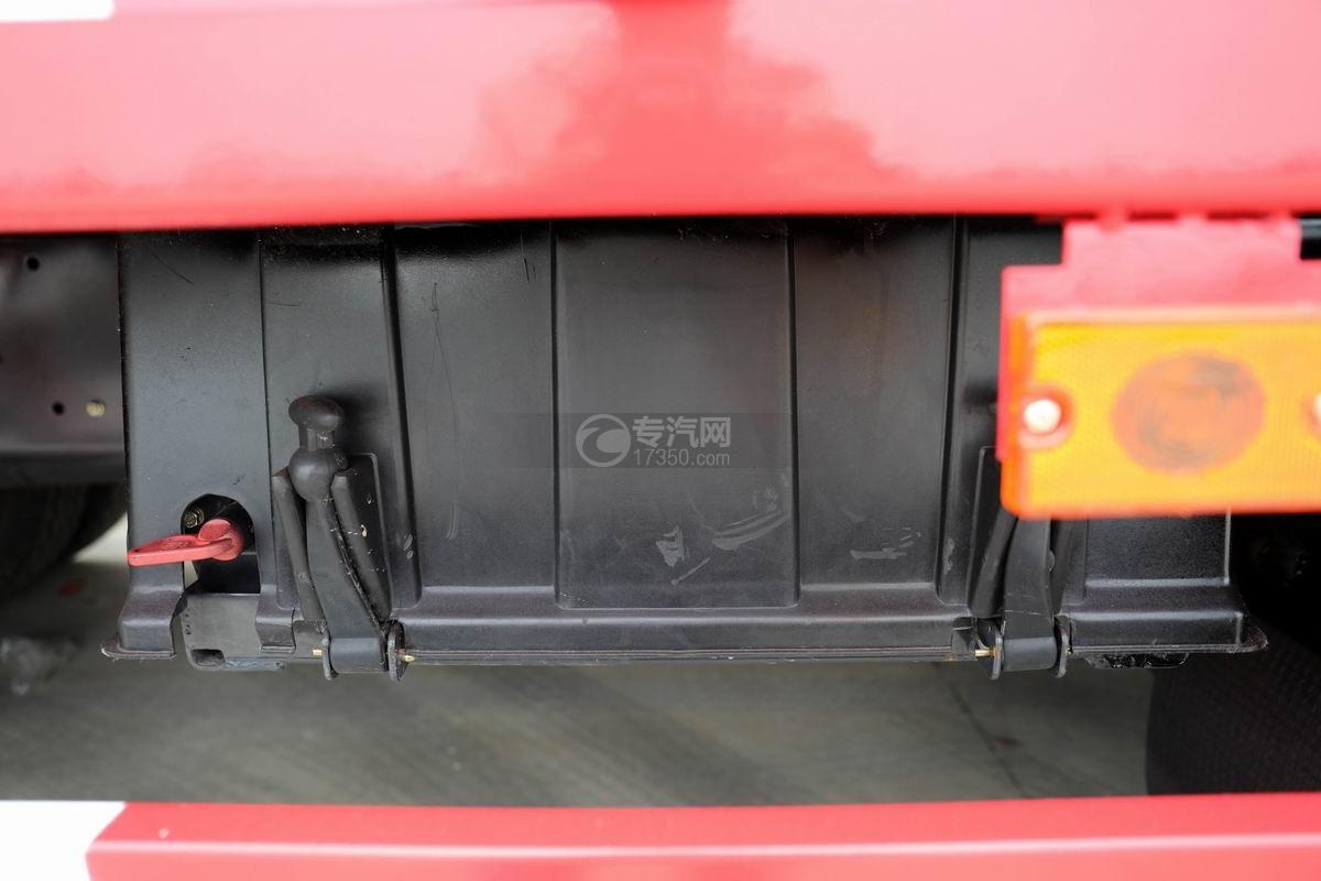 东风柳汽乘龙H5前四后八平板运输车蓄电池