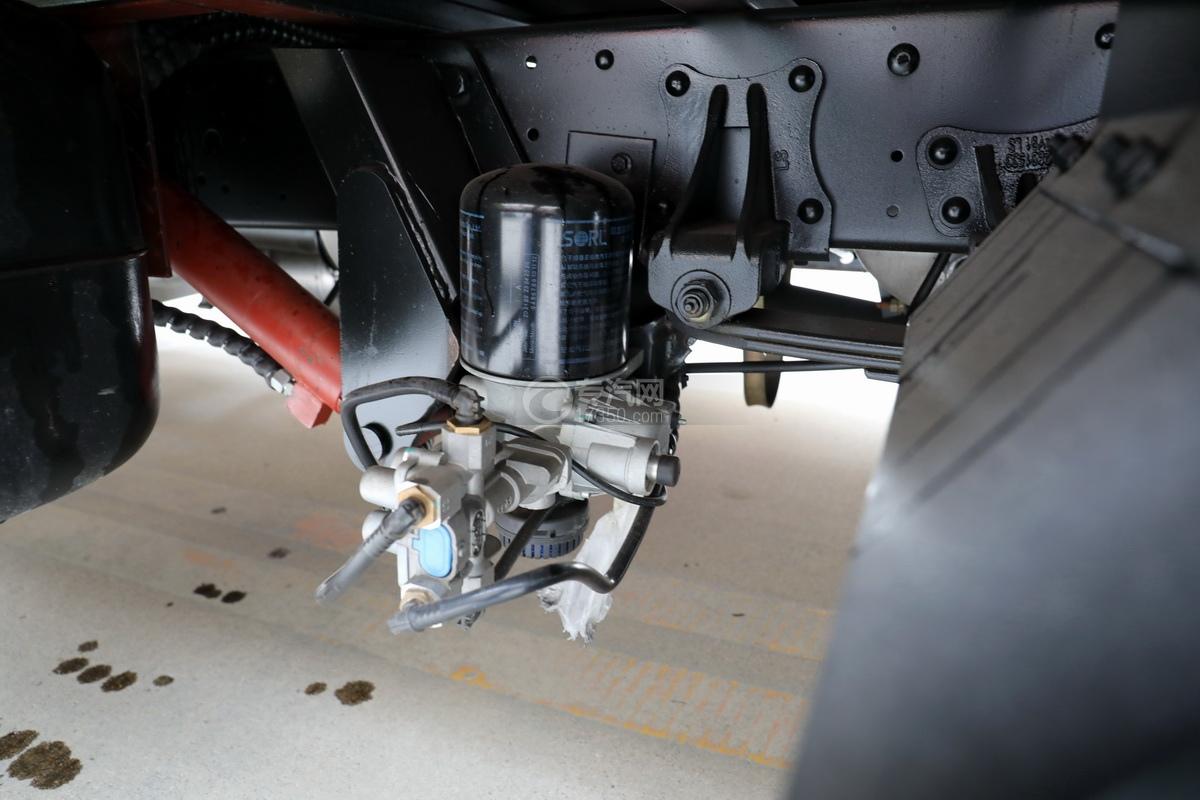 飞碟奥驰V3国六一拖二蓝牌清障车空气干燥器