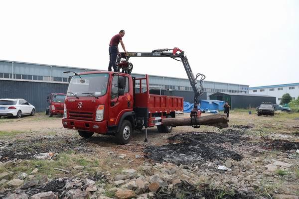 大运奥普力抓斗式垃圾车作业操作视频